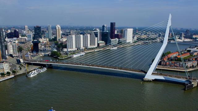 Berpetualang Seharian ke Rotterdam yang Futuristik
