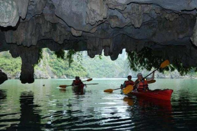 Goa di Ha Long Bay Vietnam