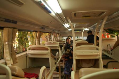 Serunya Perjalanan ke Perbatasan Vietnam - Tiongkok dengan Sleeper Bus