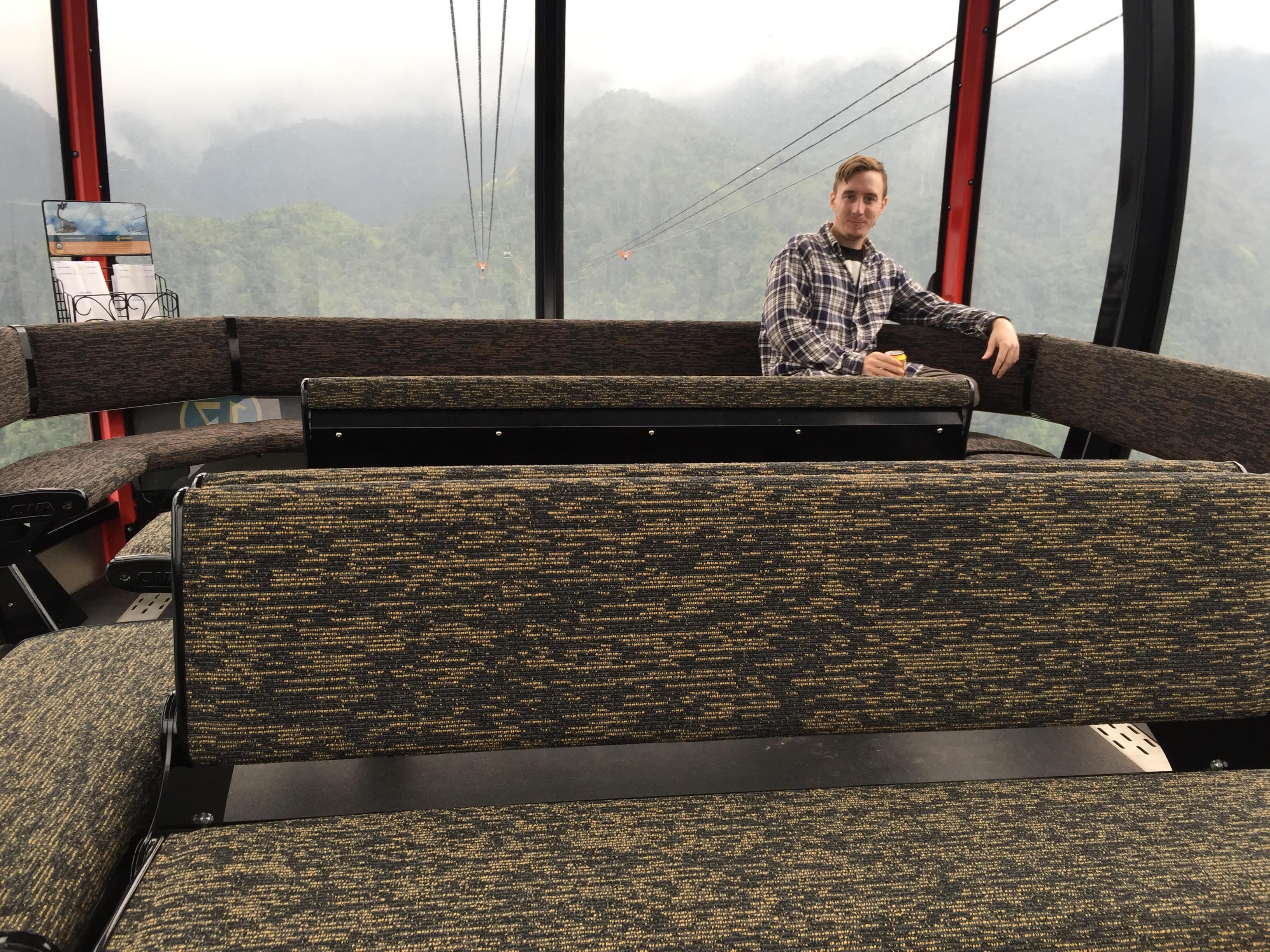 Trip ke Gunung Fansipan dengan Naik Cable Car di Himalaya