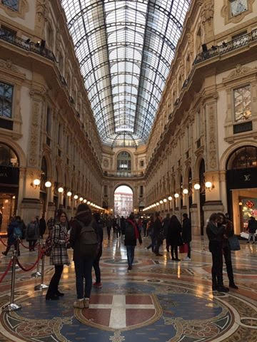 Galleria Vittorio Emanuele II, surganya shopping di Milan, Italia