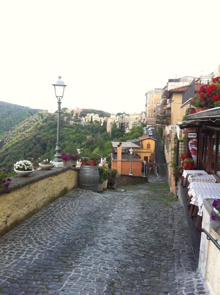 Jalan-Jalan ke Castel Gandolfo